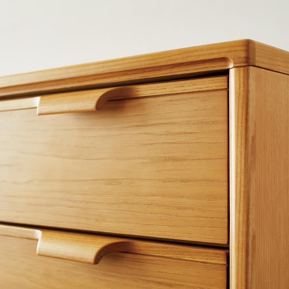 Calm/カーム 寝室コンパクトチェスト 幅70cm・5段(高さ84.5cm) 無垢材や突板をふんだんに使用。天然の木肌 そのままのナチュラルな表情が魅力です。