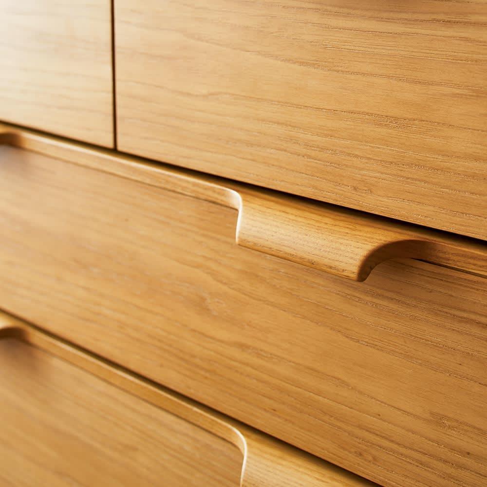 Calm/カーム 寝室コンパクトチェスト 幅70cm・5段(高さ84.5cm) 引き出しの取っ手は、 無垢材を削り出した贅 沢な作り。