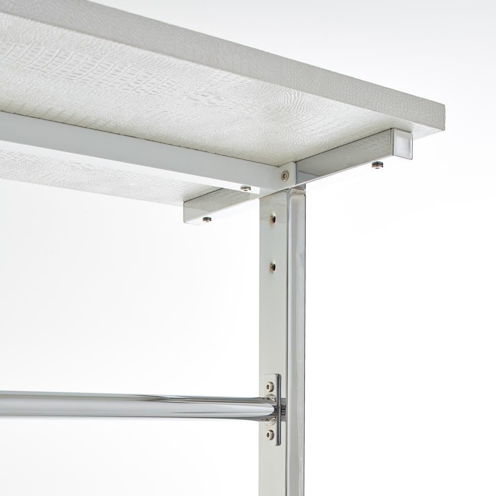 Kudelia/クーデリア 上下棚付き頑丈ハンガーラック シングル 幅90cm ハンガーバーのジョイント部は強度を持たせる為の、 プレートジョイント構造。棚板の強度をもたせるために、棚板裏に補強バーを入れた頑丈な造り。