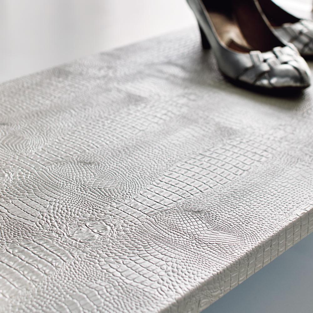 Kudelia/クーデリア 上下棚付き頑丈ハンガーラック ダブル 幅120cm (イ)ホワイトはマットな質感です。