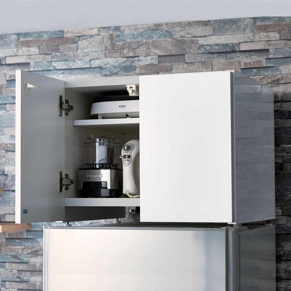 Fareed/ファリド 冷蔵庫上ストッカー 幅58cm ホワイト 冷蔵庫の放熱を考えた底面5cmの空間は、扉を閉めればすっきり隠せます。