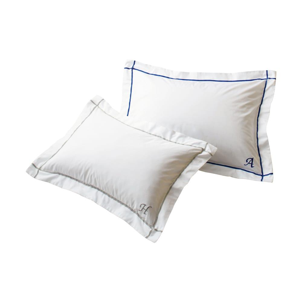 ホテル仕様超長綿サテンカバーリング Ciel/シエル イニシャル刺繍入りピローケース 1枚 左からライトグレー、ブルー 自分だけのしるし、ギフトにも喜ばれるイニシャルサービス。