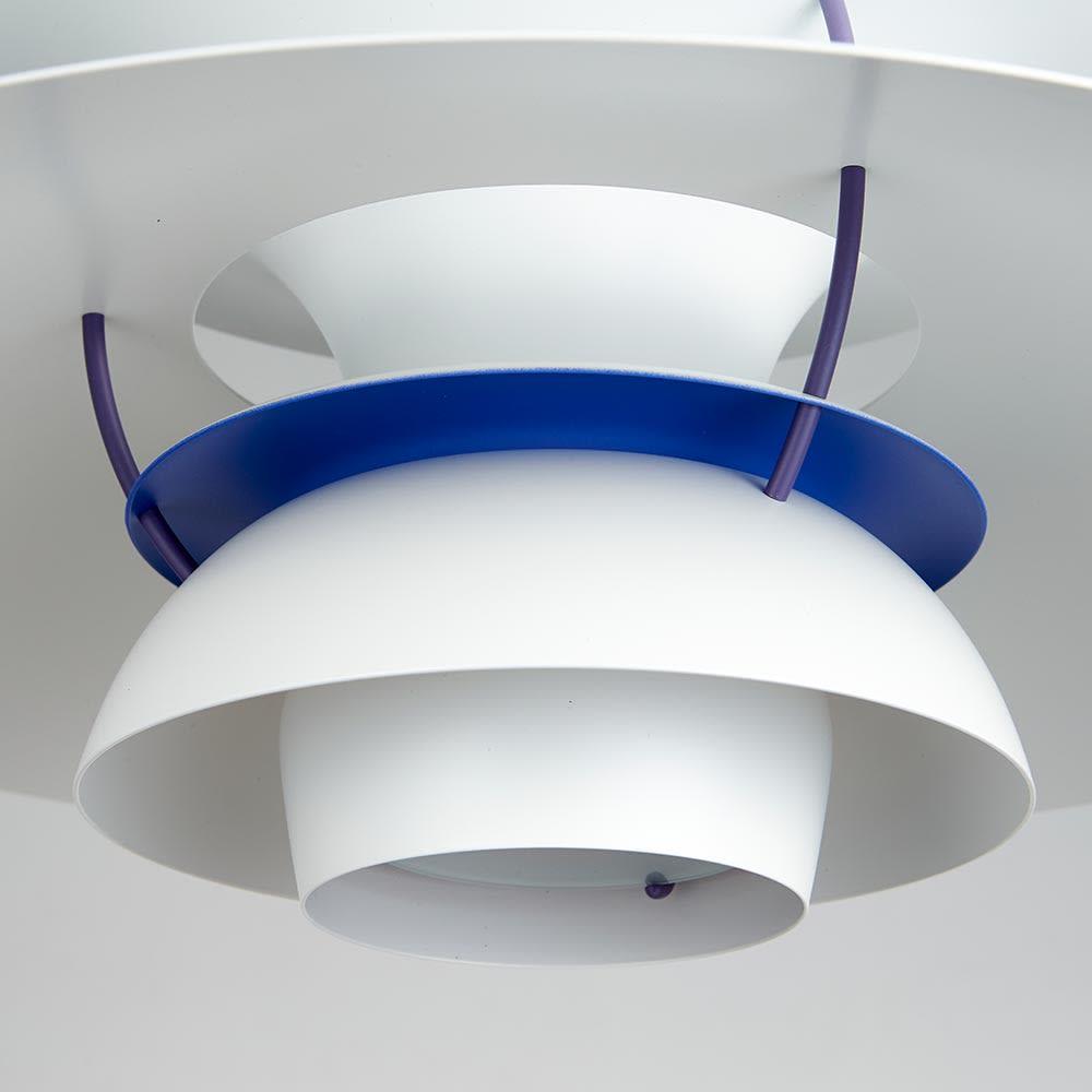 ペンダントライト PH5 [Louis Poulsen・ルイスポールセン/デザイン:ポール・ヘニングセン] 内部も一部ネイビーで仕上げ、下から覗いてみたときのアクセントになっています。