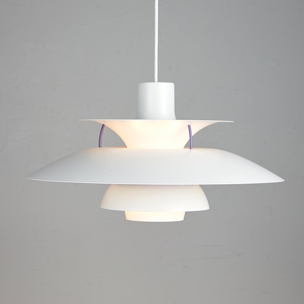 ペンダントライト PH5 [Louis Poulsen・ルイスポールセン/デザイン:ポール・ヘニングセン] 点灯状態