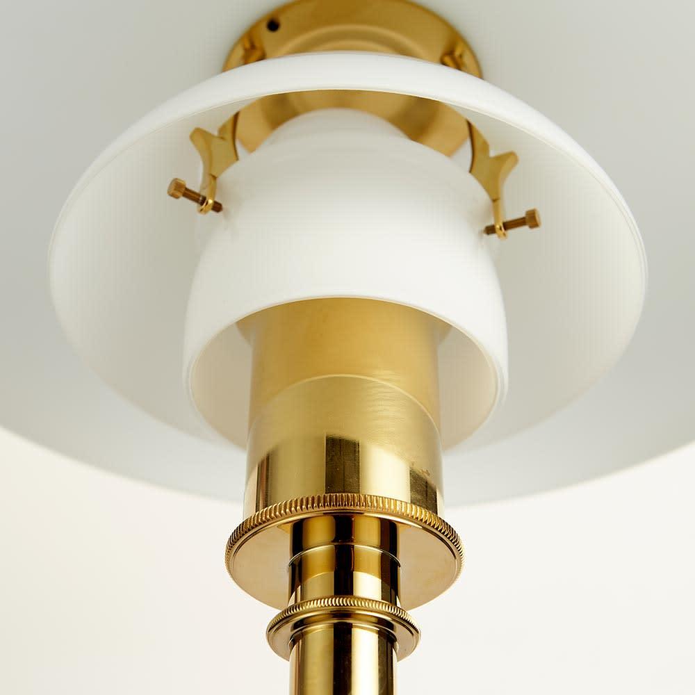 フロアライト PH3 1/2-2 1/2[Louis Poulsen・ルイスポールセン/デザイン:ポール・ヘニングセン] 内部を支える金具も、支柱と同じカラーでそろえました。