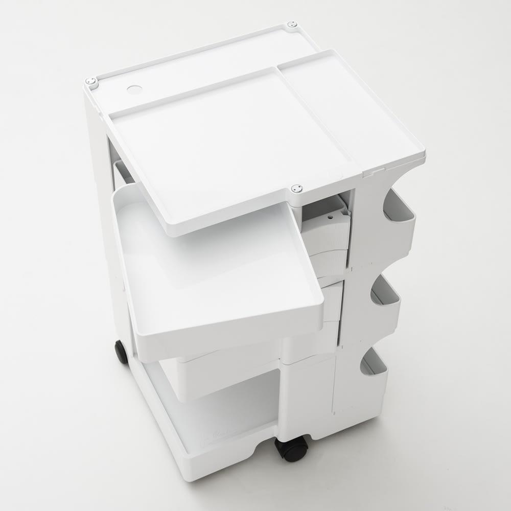 Boby Wagon/ボビーワゴン ホワイト・ブラックタイプ[B-LINE・ビーライン/デザイン:ジョエ・コロンボ] トレイは大きく回転するので中身も一目瞭然。探し物もすぐ見つかります。(写真は別色ホワイトタイプ)