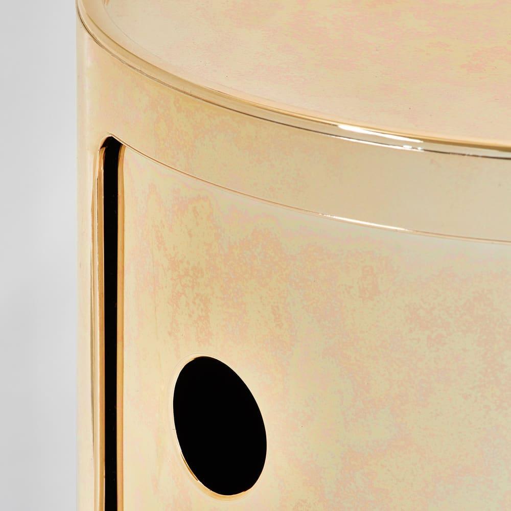 Componibili/コンポニビリ ストレージ メタル [Kartell・カルテル/デザイン:アンナ・カステリ・フェリエーリ] カッパーの拡大。本物の金属のように使い込んだような風合いで塗装しています。