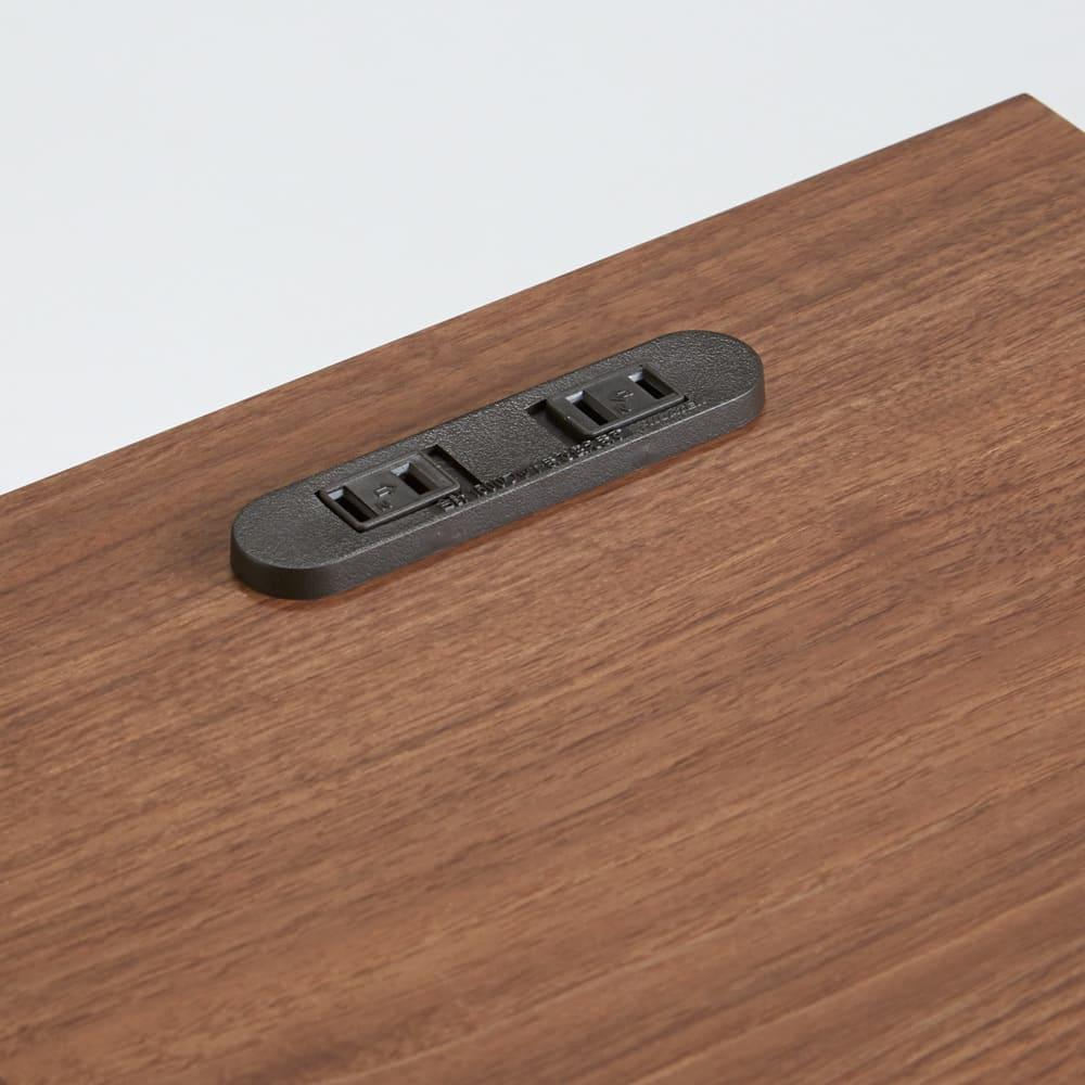 AlusStyle/アルススタイル チェストシリーズ ナイトテーブル 幅30cm高さ50cm 2口コンセント付きでスマホの充電や、フロアランプの充電に便利です。