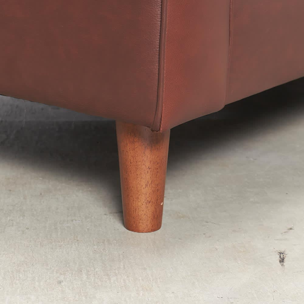 Cammello/キャメロ 革張りソファ コーナーカウチ 脚部アップ 木脚を使用。付属のフェルトは必要に応じてお使い下さい。