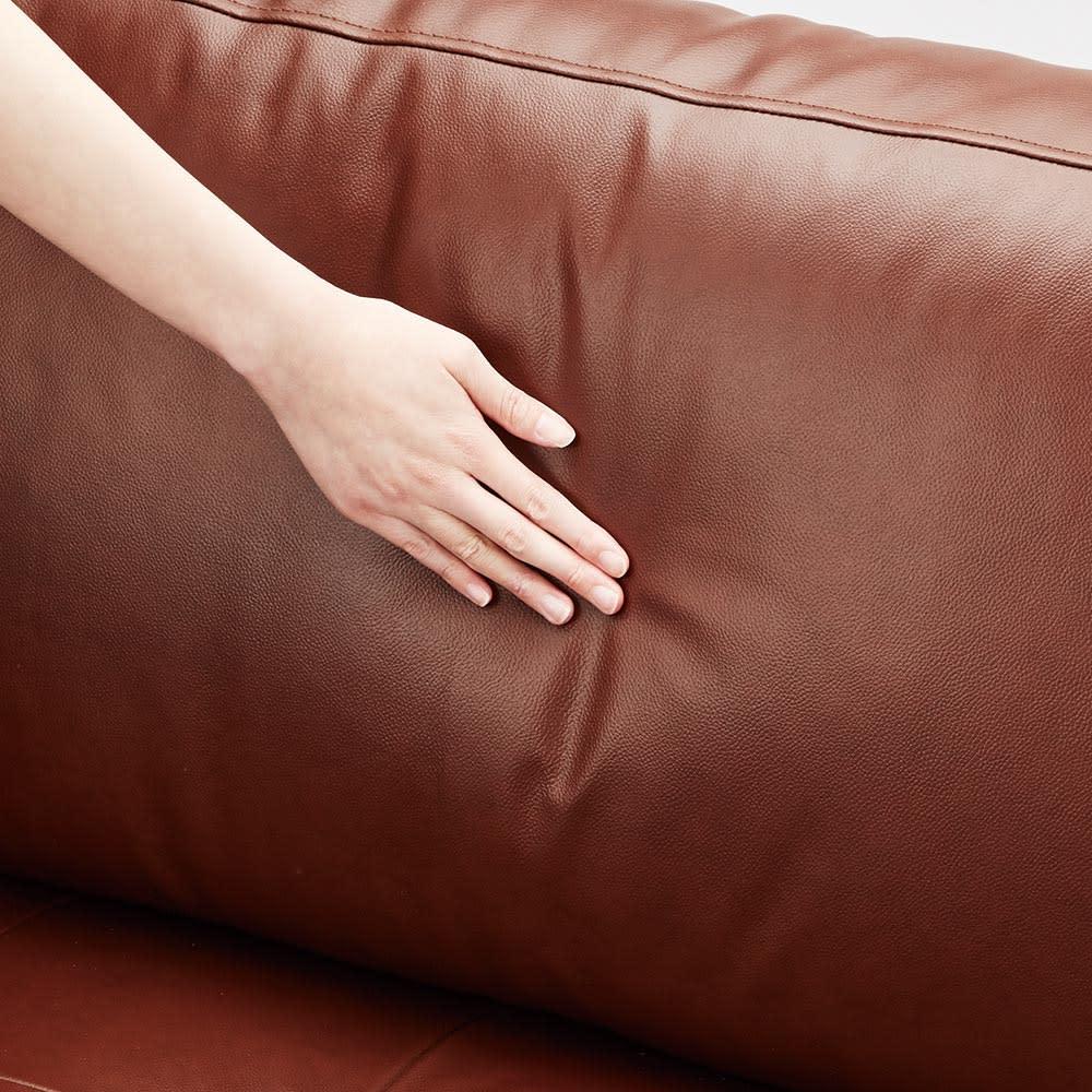 Cammello/キャメロ 革張りソファ コーナーカウチ 背クッションは綿入りでソフトな受け心地です。