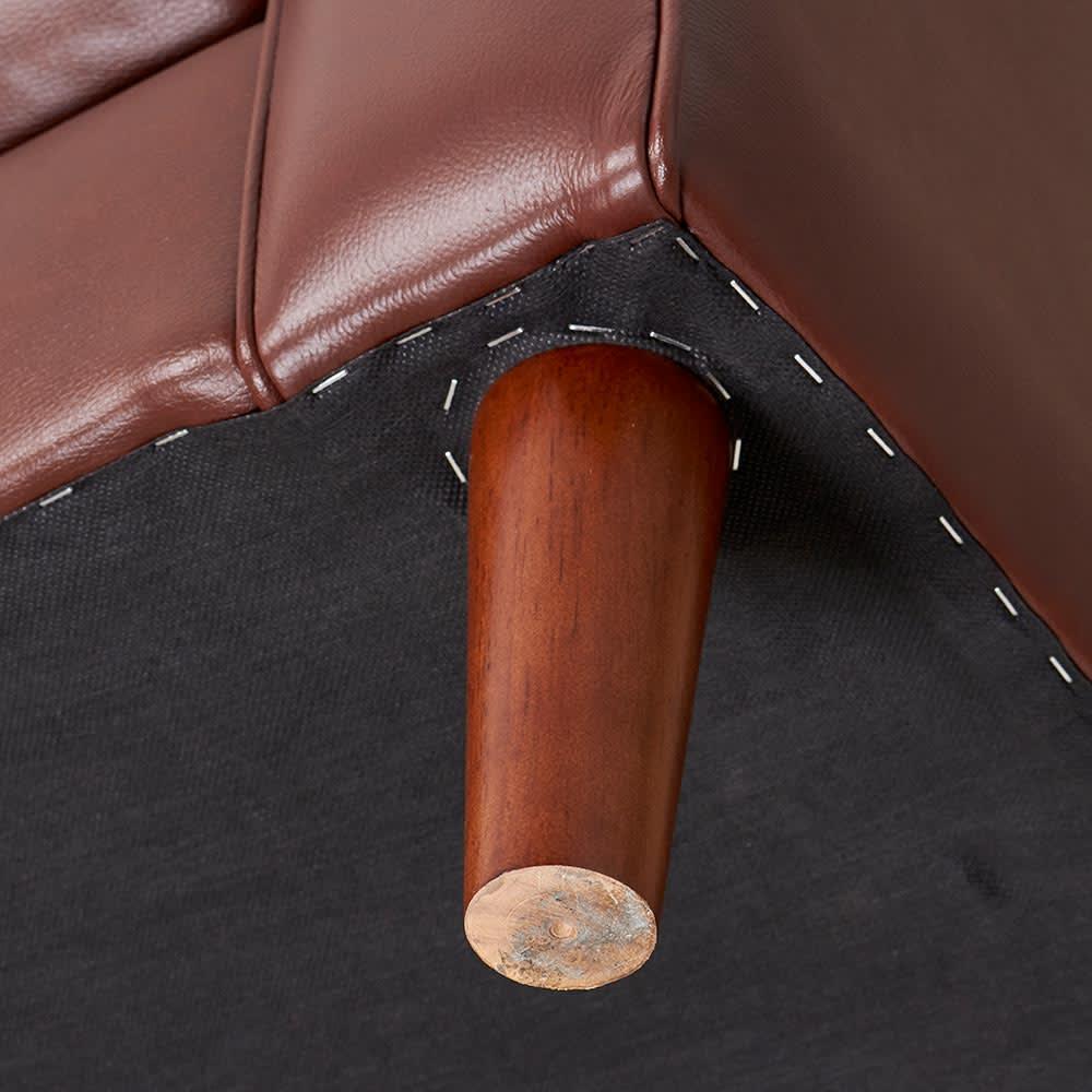 Cammello/キャメロ 革張りソファ 2人掛け 幅160cm 奥行94cm 高さ90cm 脚部取り付け部分について 脚部を回して取り付けます。