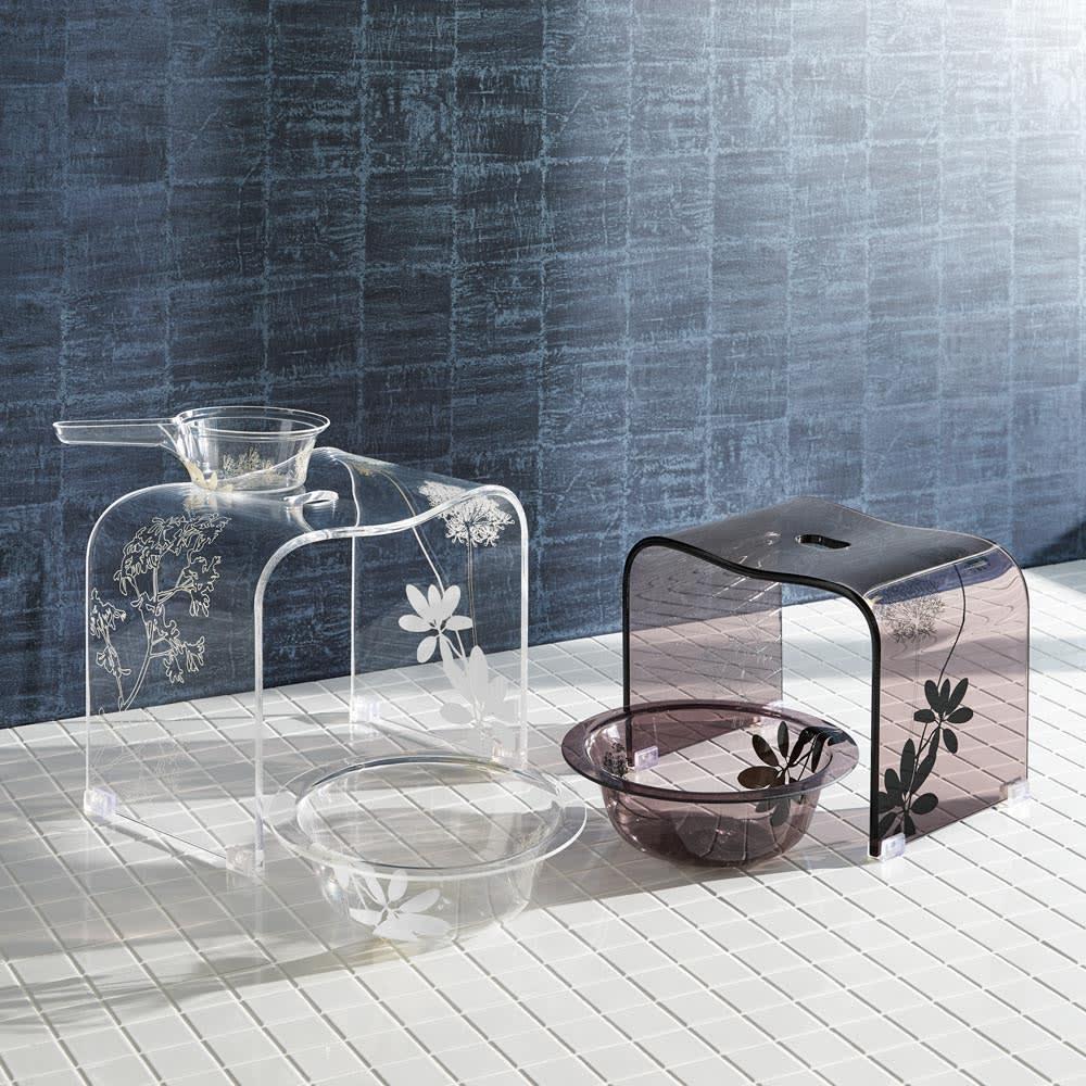 Sarina/サリナ アクリル製 手湯桶 (ア)クリア 手湯桶 透明感の美しいアクリルにあしらった甘すぎないボタニカル柄で、バスルームがエレガントな雰囲気に。高さがあり立ち座りラクなLLサイズまでご用意。