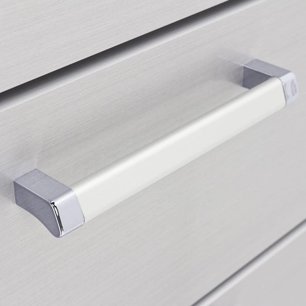 Fredo(フレド) ランドリーチェスト 幅45cm・5段(高さ118cm) 引き出しの取っ手は引き出しやすい形状です。スタイリッシュなデザインです。