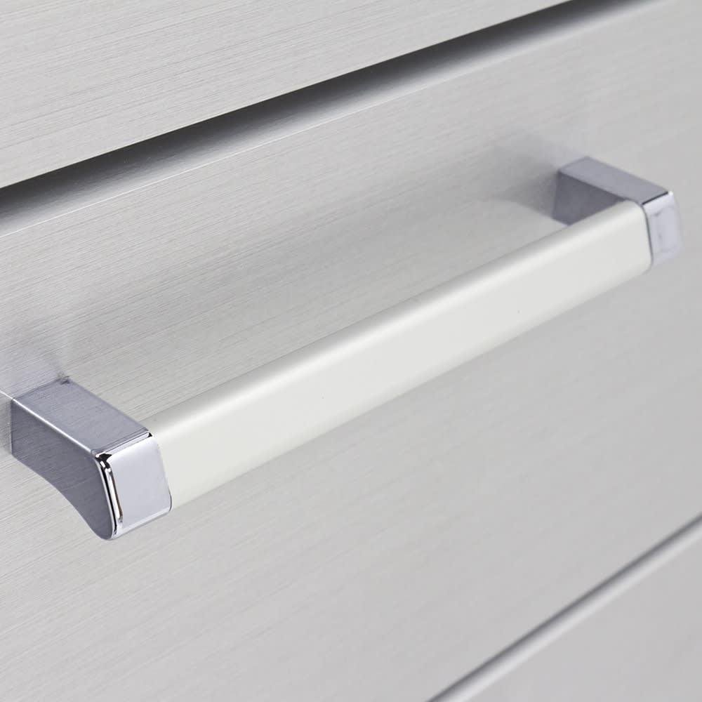 Fredo(フレド) ランドリーチェスト 幅45cm・7段(高さ156.5cm) 引き出しの取っ手は引き出しやすい形状です。スタイリッシュなデザインです。