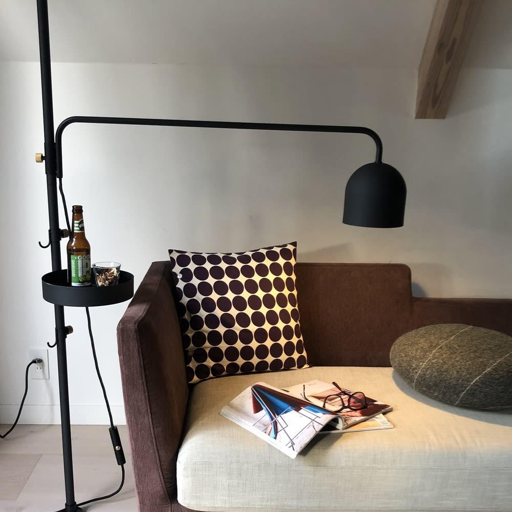 DRAW A LINE/ドローアライン 可動式専用ライト リビングのソファ周りで。低くしてテーブルライトとして。