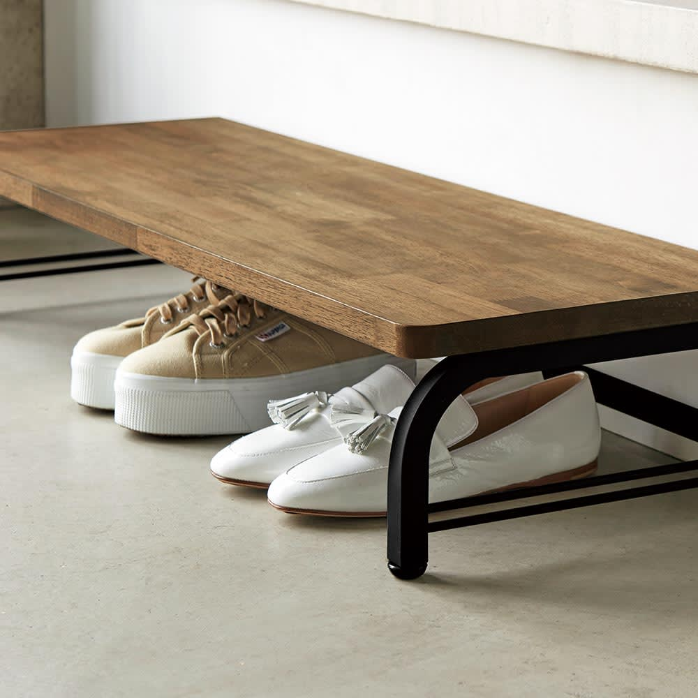 ヴィンテージ調 ラバーウッド 踏み台 踏み台下のスペースは靴収納としてもお使いいただけます。