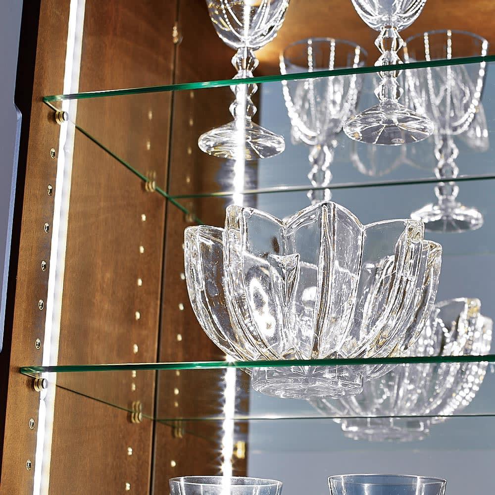 Rigel/リーゲル LEDライト付きコンパクトキュリオケース 幅40cm高さ120cm 厚みのあるガラス棚板とコレクションアイテムをくまなく見せるミラーなど、小さくても本格的なつくり。