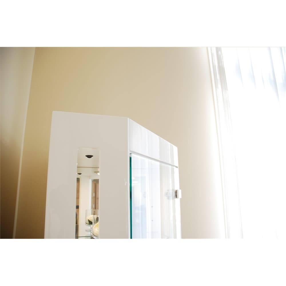 LEDライト付き キュリオコレクションボード コーナータイプ 高さ175cm 側面 ホワイト色