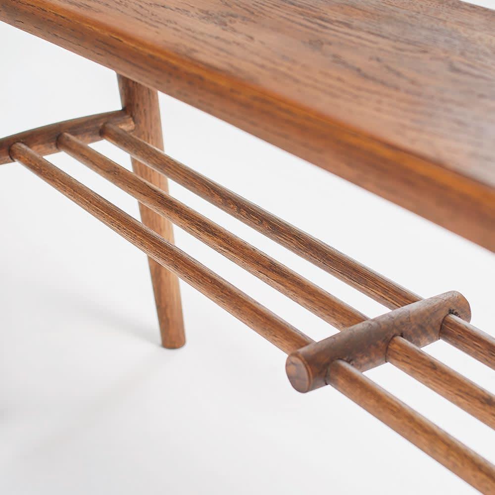 天然木スリムベンチ&スツール 木工ならではの作りが活きた座面下の棚は見た目にも美しく、存在感があります。
