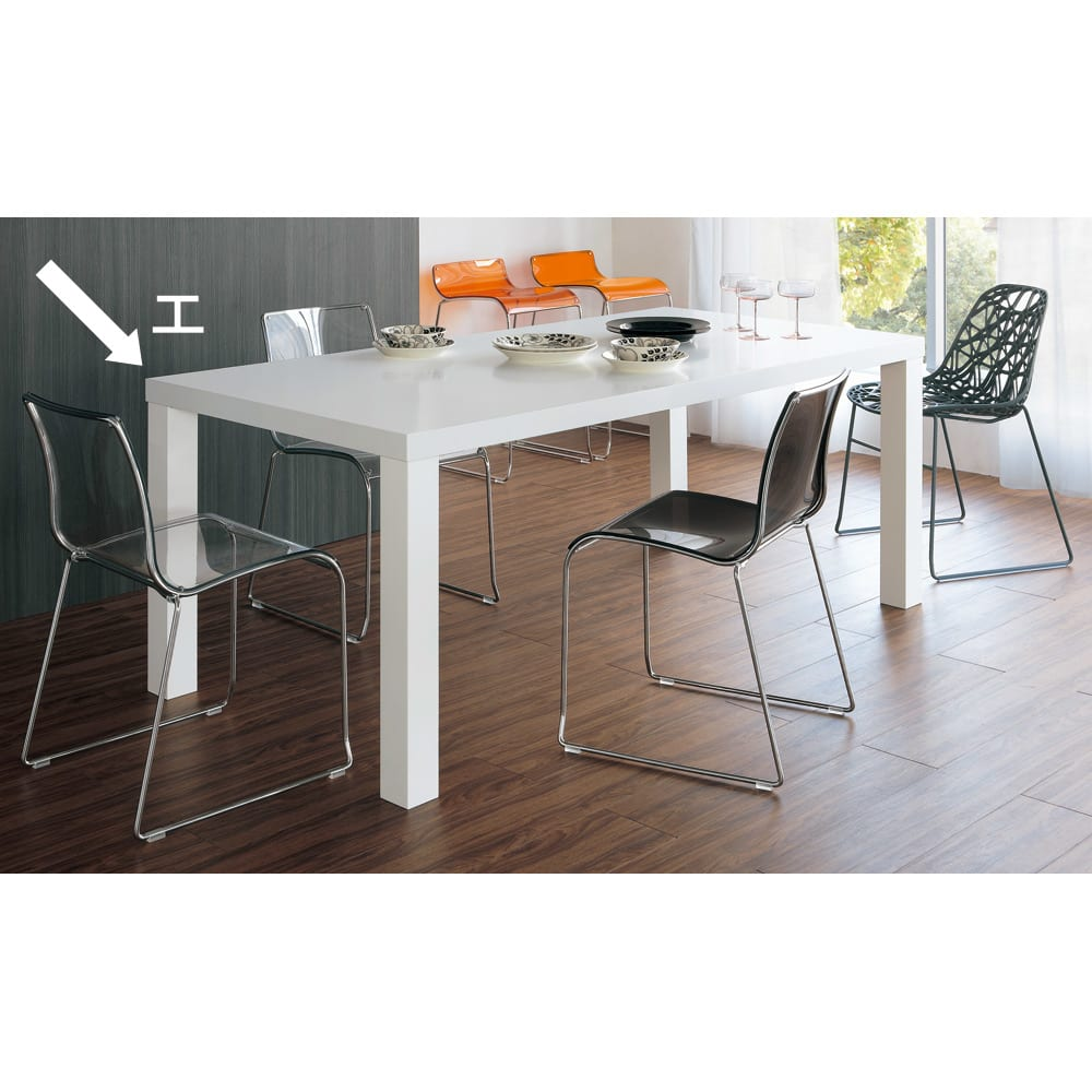Multi マルチダイニングテーブル ウッドレッグタイプ 幅160cm コーディネート例:ホワイト 広い表面材を貼り、複数回もの丁寧な塗装を施されるホワイト。写真は200cmタイプです。