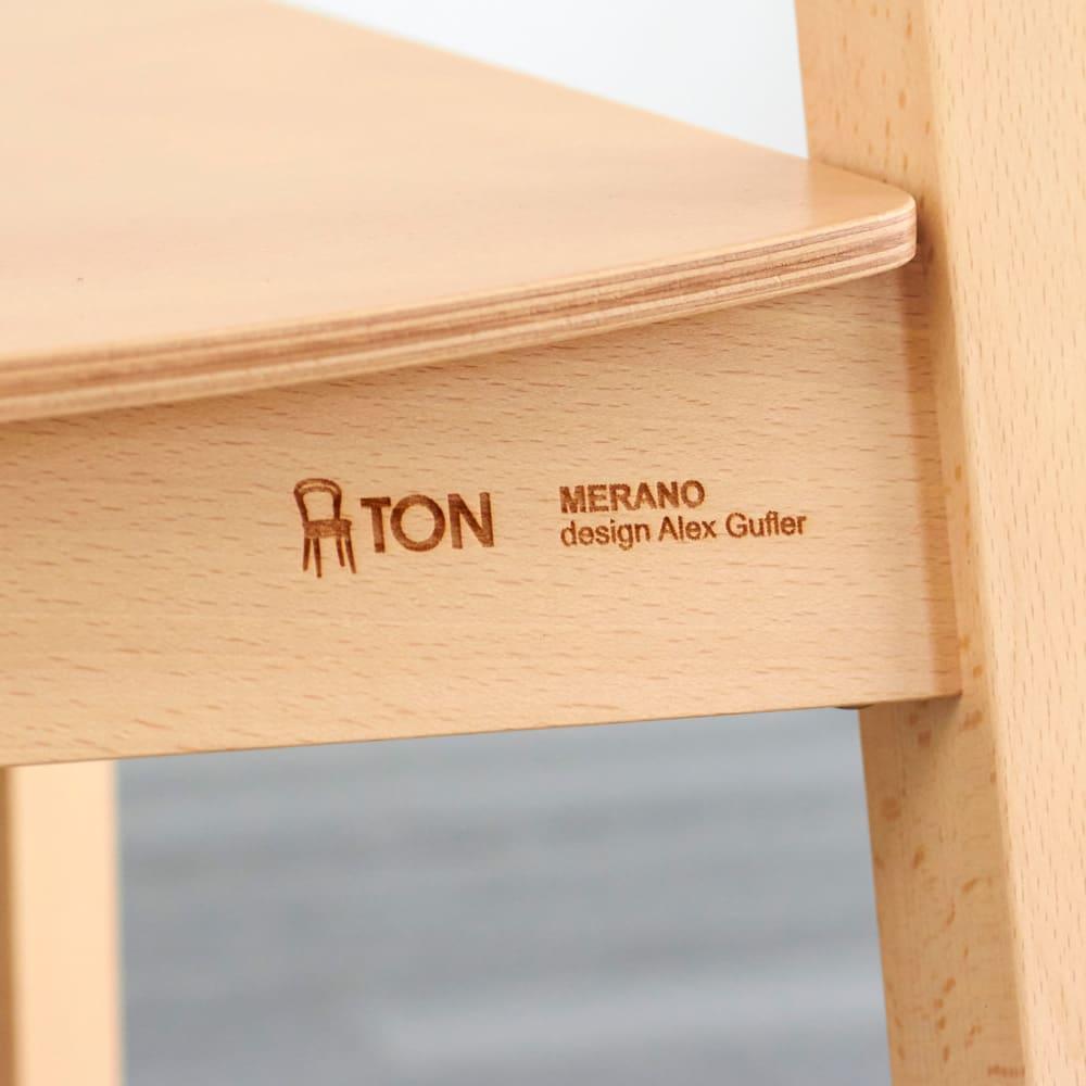 Merano メラーノ スタッキングチェア 2脚組[チェコ TON社] TONのロゴ・モデル名・デザイナー名がレーザーで刻印されています。