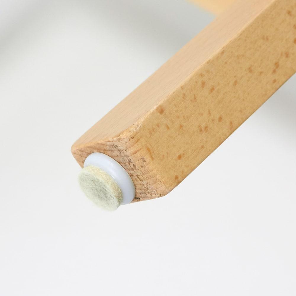 Merano メラーノ スタッキングチェア 2脚組[チェコ TON社] 脚部先には、床面保護用のフェルトのパーツがついています。