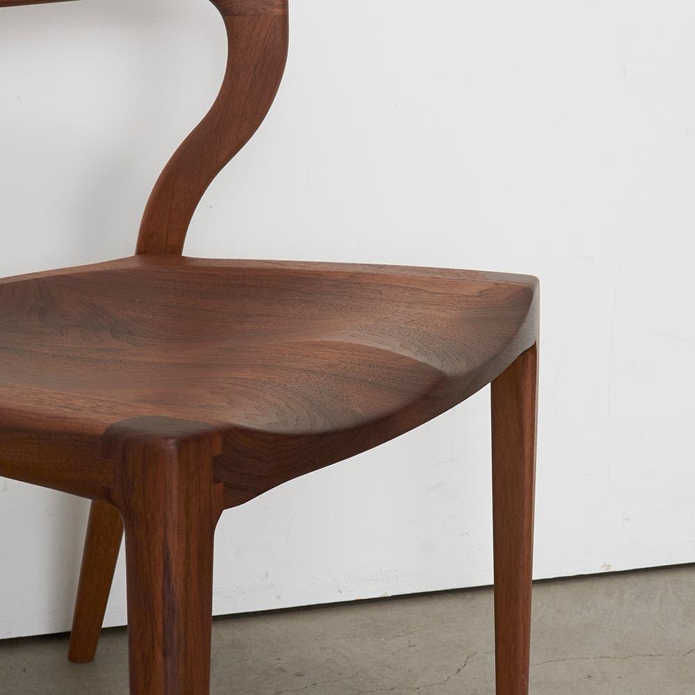 Ajeltuo/アヤルト ダイニングチェア[ウォルナット無垢材:日本製] 座面部分アップ