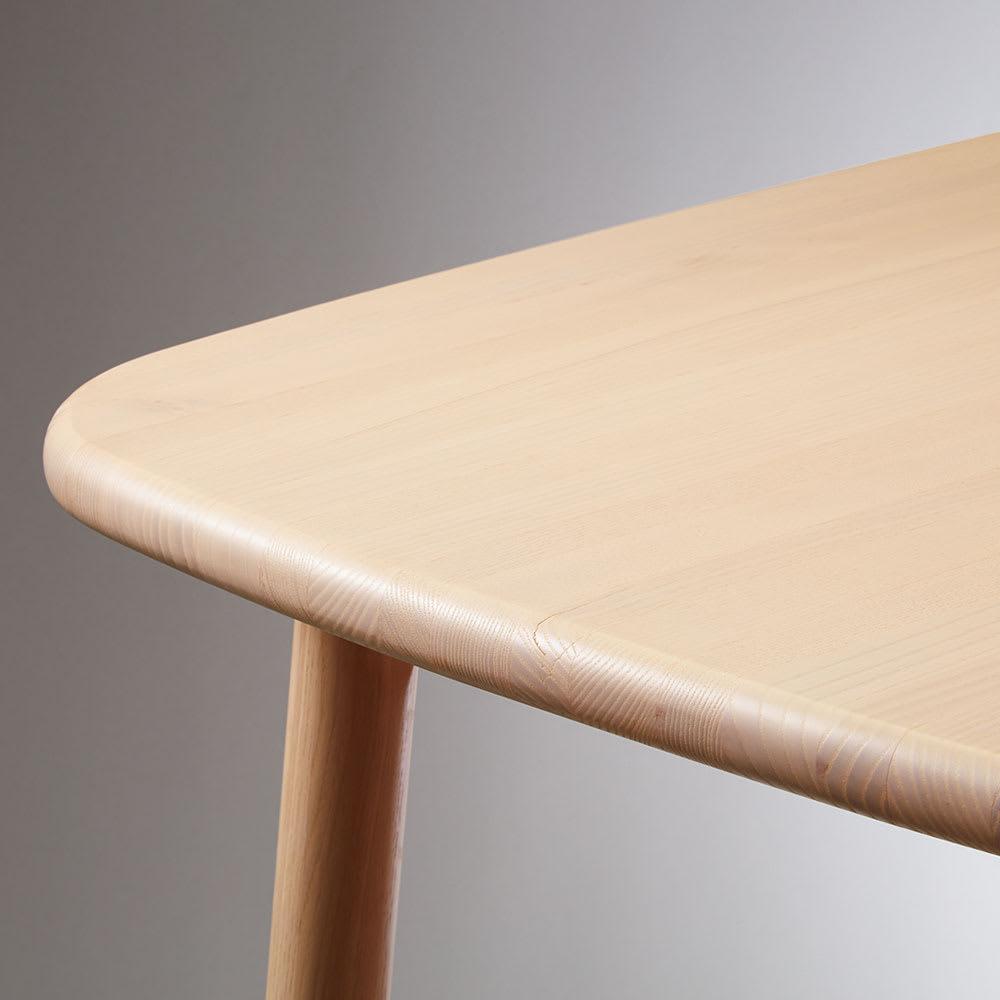 Ridge/リッジ ダイニングテーブル 天然木長方形テーブル 幅160cm×75cm 28mm厚の天板は、無垢材ならではの穏やかな丸みを持たせてやさしいフォルムに仕上げました。