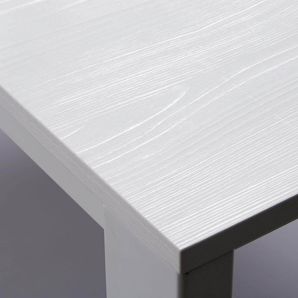 伸長式テーブル 幅130cm伸長時190cm イタリア製伸長式ダイニングシリーズ[Connubia by Calligaris カリガリス] ボリュームある天板は美しい木目入りのホワイトカラー。メラミンは水や汚れ、磨耗に強く、お手入れも簡単。