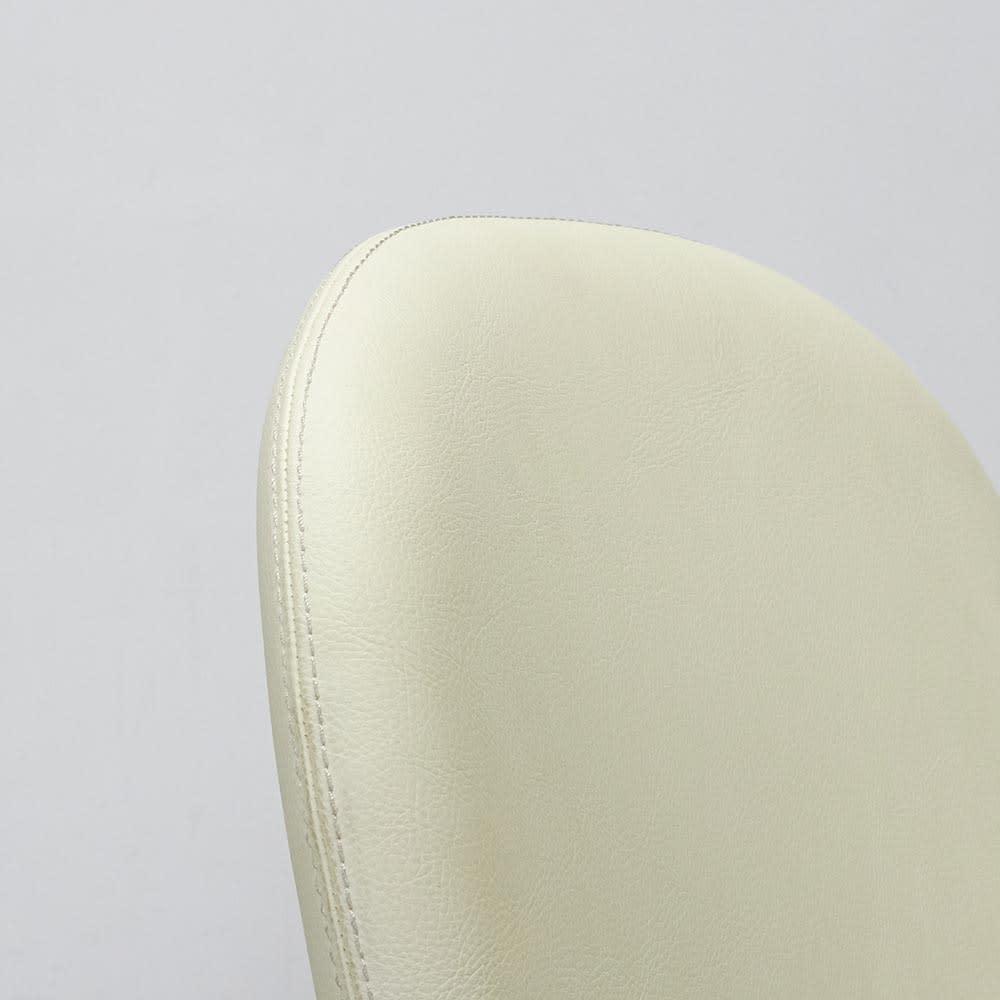 Kivits/キヴィッツ ダイニングシリーズ 幅165cm 5点セット 背もたれ部分アップ 体を包み込むように少し丸みを帯びた形です。