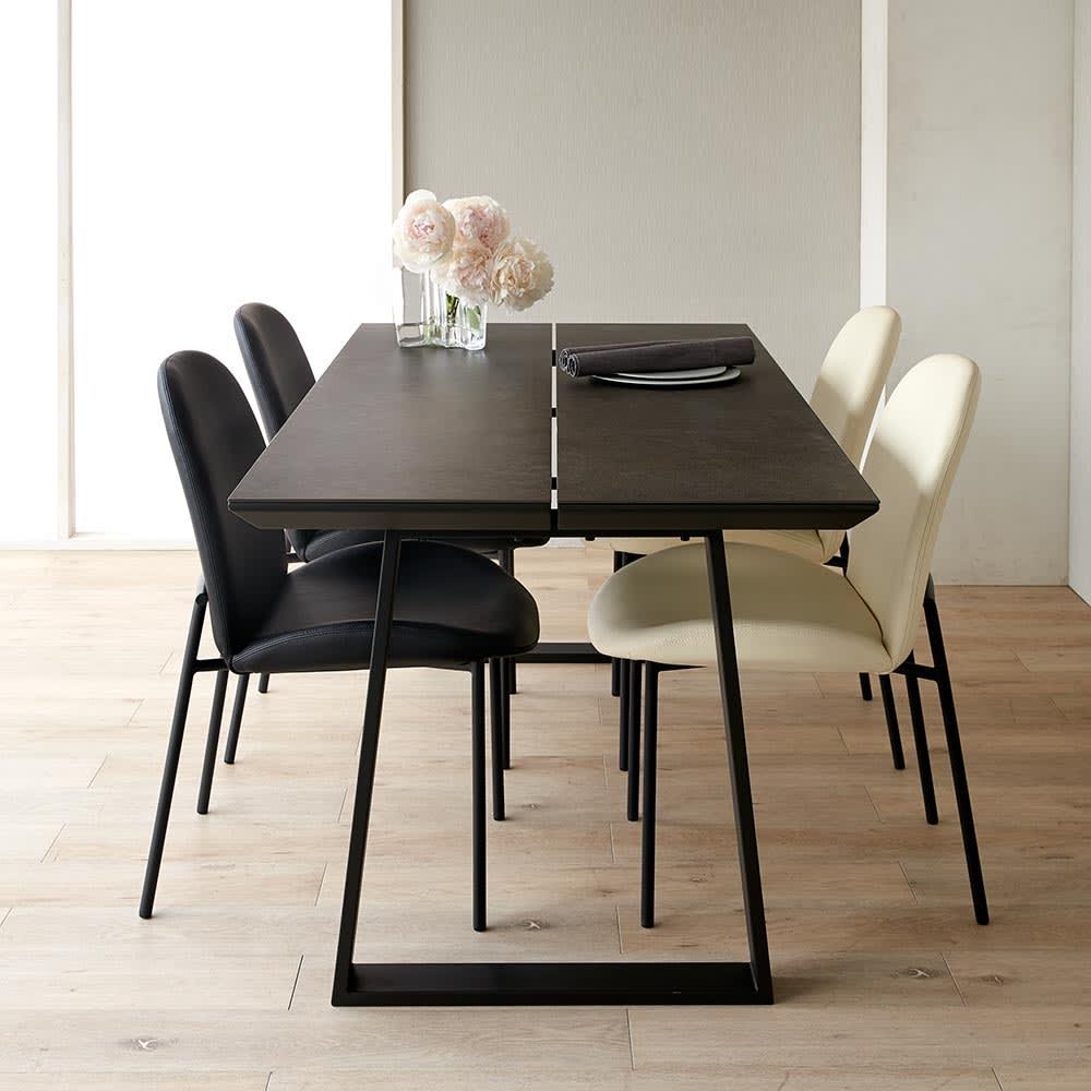 Kivits/キヴィッツ ダイニングテーブル 幅165 セットイメージ 幅165の少し大きめの定番サイズ(カ)テーブル・ブラック、チェアミックス(ブラック2脚・ホワイト2脚)