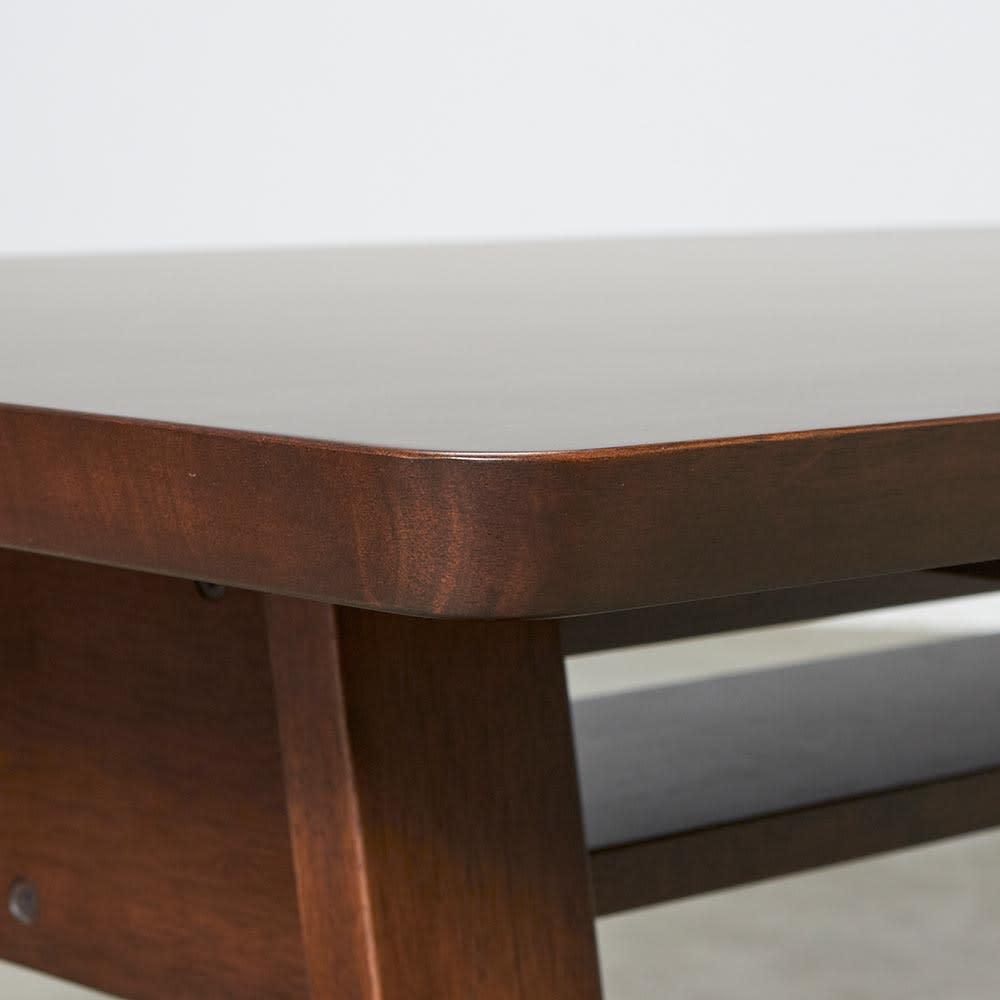 BIS/ビス リビングダイニングテーブル 幅119cm  テーブルの角は丸みのあるデザインになっています。