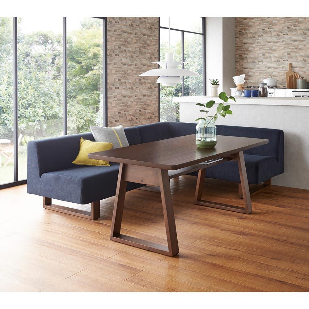 右 ワンアームソファ(BIS/ビス リビングダイニングシリーズ) (イ)ネイビー 右アームセット テーブル154cm ソファを動かせば対面で使用することも可能です。