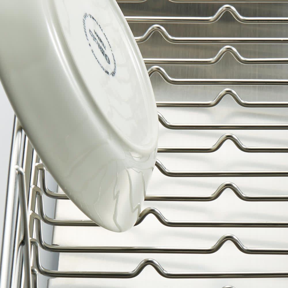 UTAU/ウタウ 皿が縦にも横にも置ける水切り ロング たてよこウェーブ[PAT.P]搭載。お椀やお皿もすべり知らず。