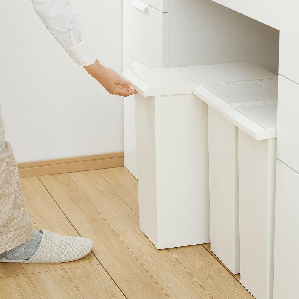 TOSTE/トステ カウンター下ダストボックス 3個組 ごみが入っていても本体を楽に取り出せる、隠しキャスター付きです