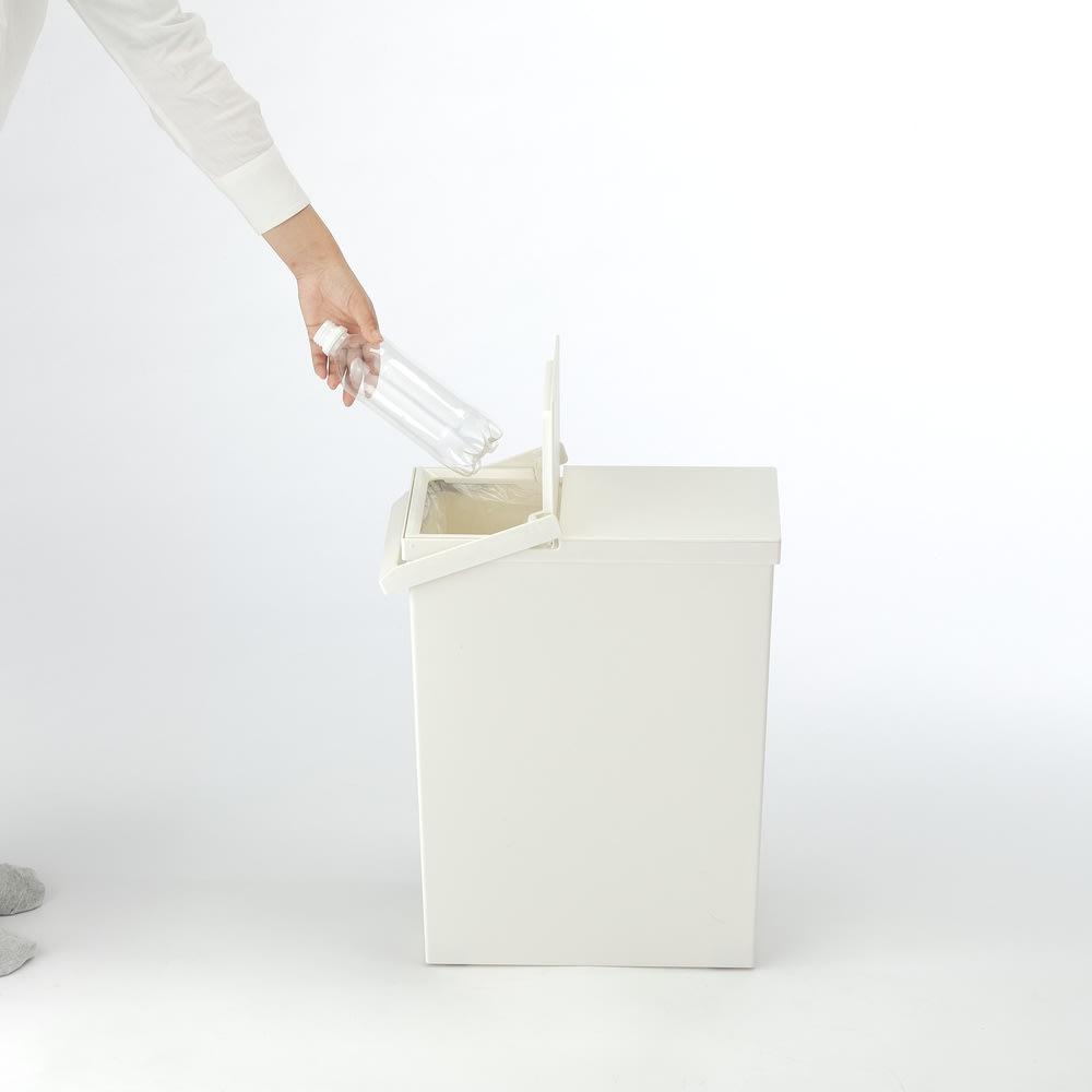 TOSTE/トステ カウンター下ダストボックス 3個組 ごみ捨てに必要なだけ開くので、開閉時の気になる臭いの漏れも軽減します