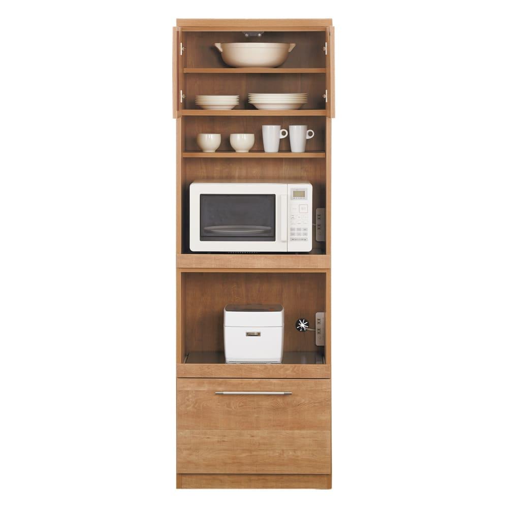 Cretty/クレッティ ステンレススライドテーブル ナチュラルモダンキッチン収納 レンジ台ハイ レンジ台だけでなく、食器類や食品のストックも収納できるハイタイプ。上部の収納スペースは扉付きなのですっきりした印象。