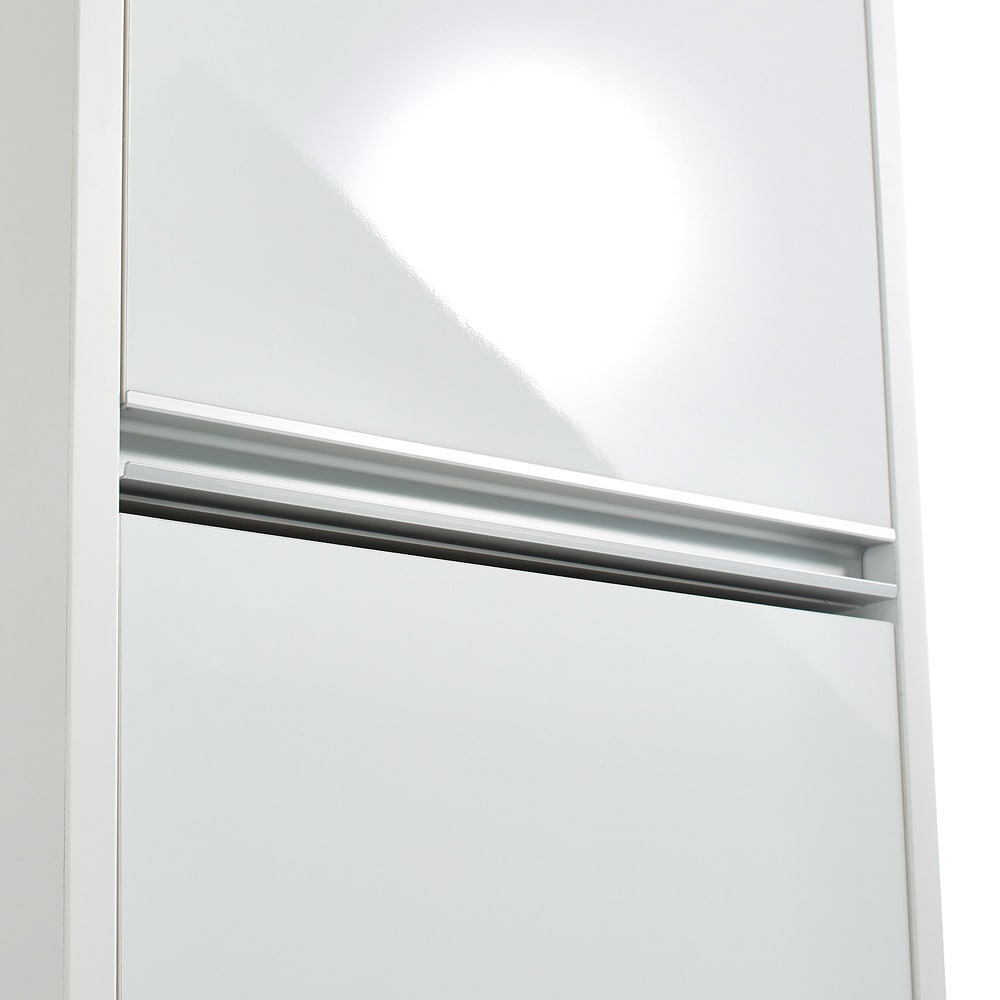 Ymir/ユミル 隠せる家電収納 幅30奥行55cm 光沢のあるポリエステル化粧合板とアルミの組み合わせで清潔感があり、明るい印象に。