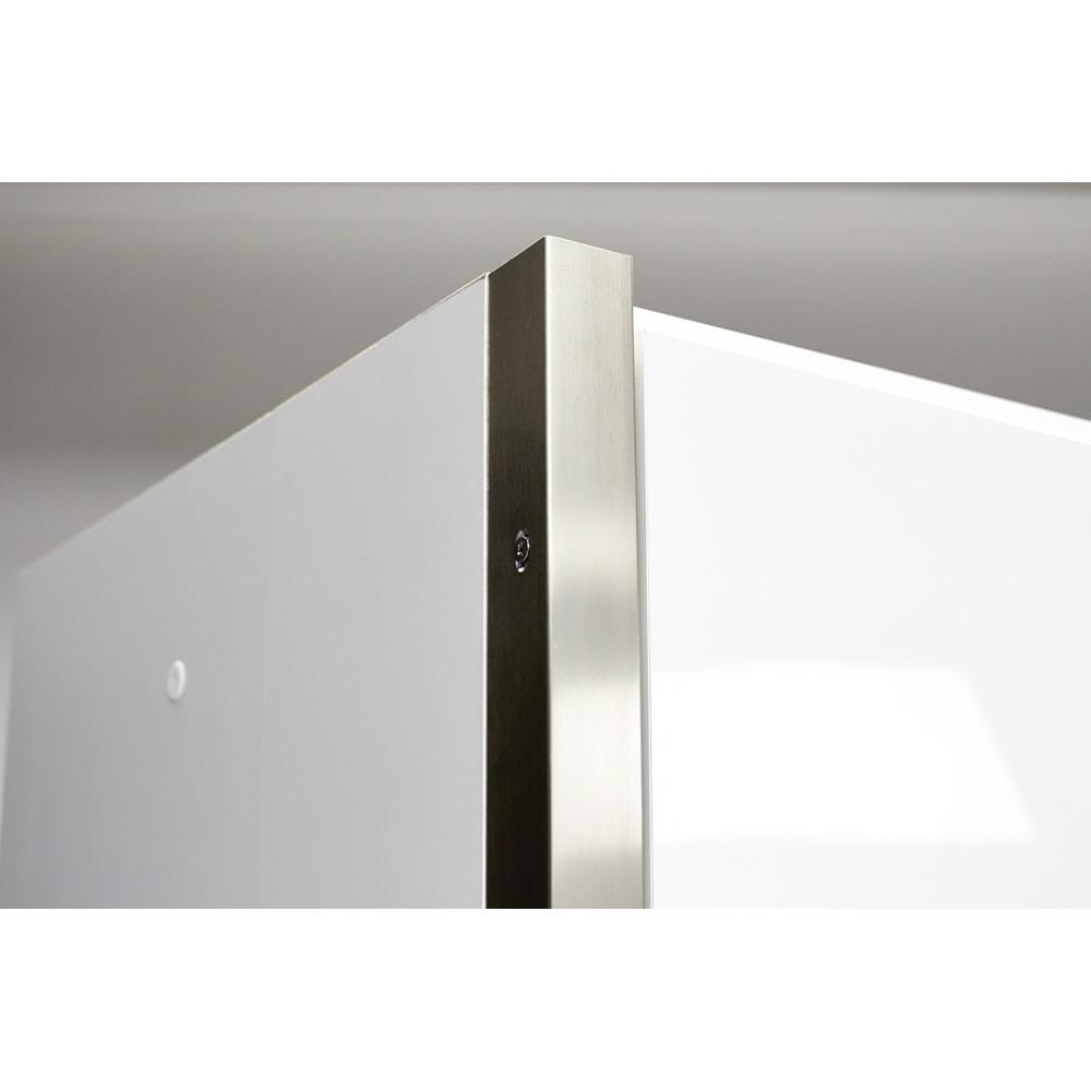 AQUA/アクア ダストダイニングボード・キッチンボード 幅107cm サイドにきらりと輝くシルバーのラインがすっきりとしたフォルムをさらに引き立て、モダンなキッチンインテリアを演出してくれます。