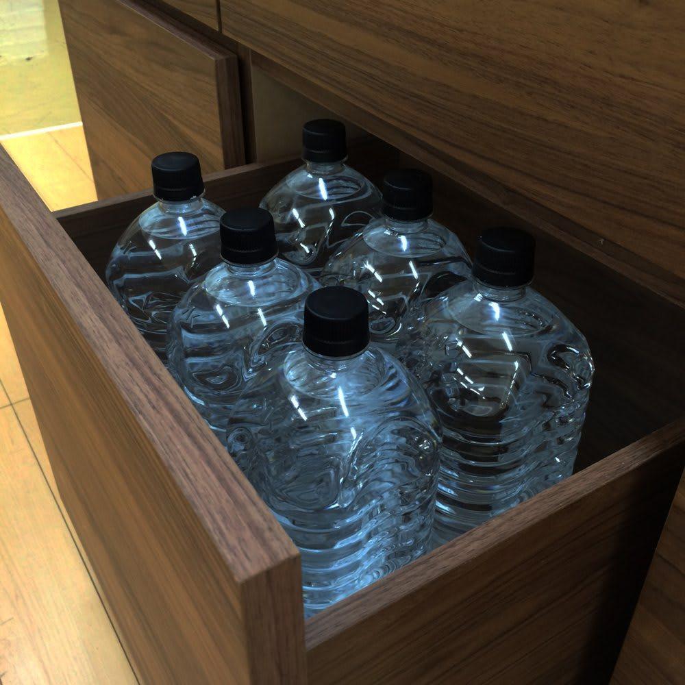 Granite/グラニト アイランド間仕切りキッチンカウンター幅120cm 家電収納付き 最下段は2Lペットボトルなど、背の高いものを収納するのにぴったり。