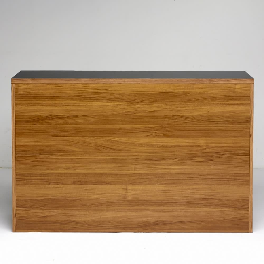 Granite/グラニト アイランド間仕切りキッチンカウンター幅140cm 引き出しタイプ 背面のウォルナット木目柄は、昨今の日本の内装にも多くみられるカラー。ヨーロッパのおしゃれなキッチンを簡単に再現できます。