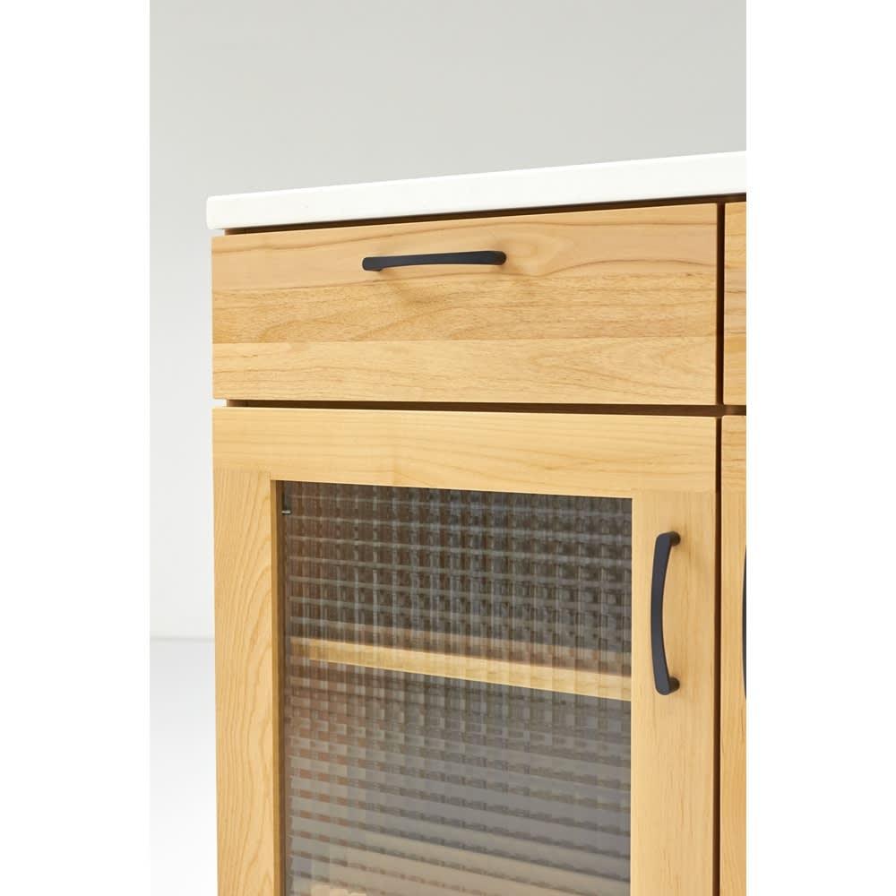 Pippi/ピッピ アルダー材コンパクトキッチン カウンター 幅80.5cm 内部の棚板は可動式で収納物に合わせて調節できるので、空間を有効的に活用できます。