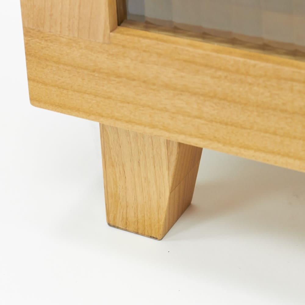 Pippi/ピッピ アルダー材コンパクトキッチン キャビネット 幅80.5cm 脚付きなので掃除がしやすく、キッチンの床を清潔に保つ強い味方です。
