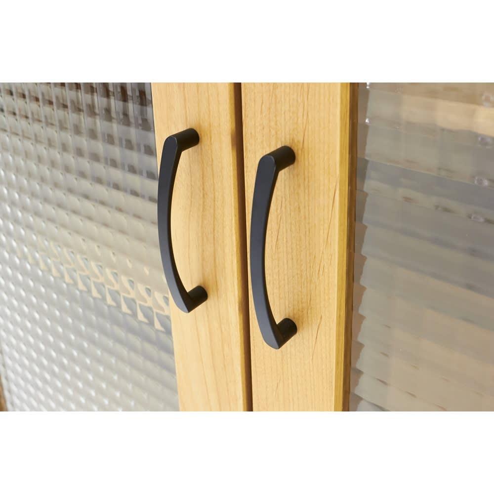 Pippi/ピッピ アルダー材コンパクトキッチン キャビネット 幅80.5cm 取っ手はシックなブラックカラーで、大人のナチュラルなインテリアをかなえます。