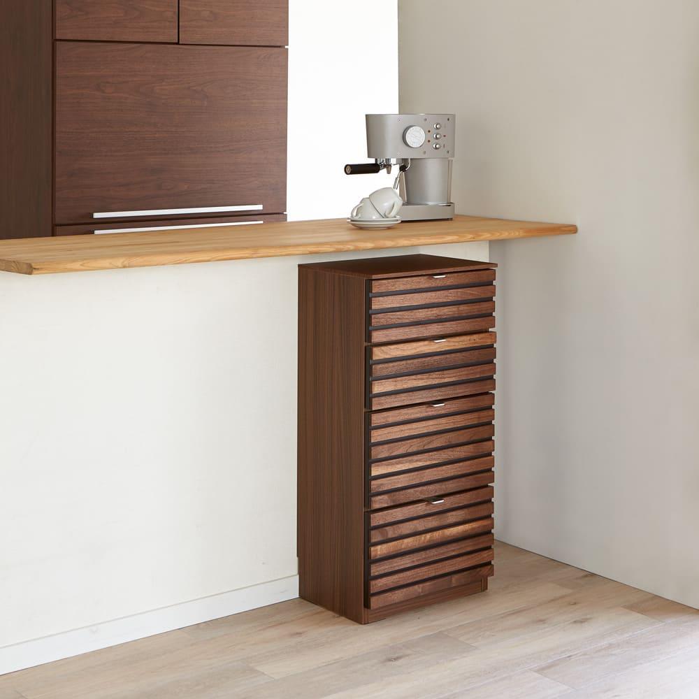 Grid/グリッド 薄型収納 チェスト 幅40.5cm高さ84.5cm 奥行30.5cmの薄型だからカウンター下収納つしても使えます。