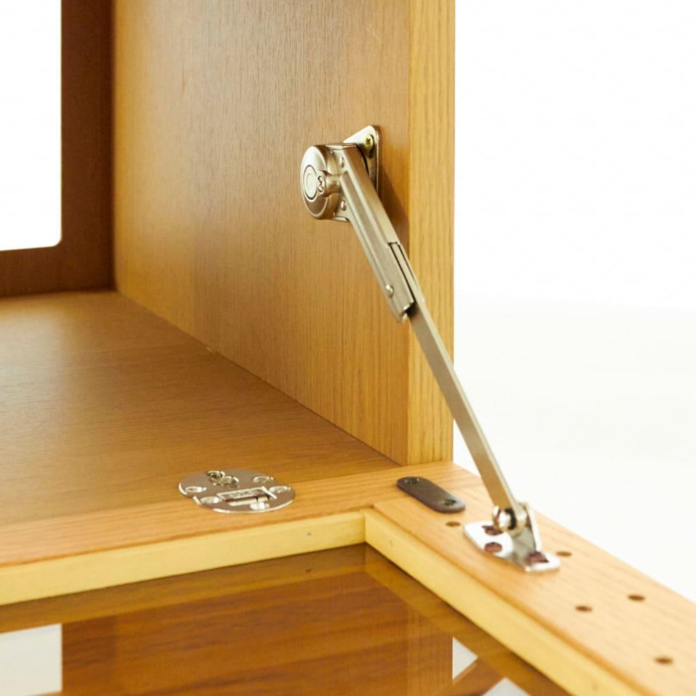 格子デザインシリーズ(ウォルナット) テレビサイドキャビネット 格子のフラップ扉はゆっくり開くソフトダウンステーを採用。(※お届けはウォルナット色です)