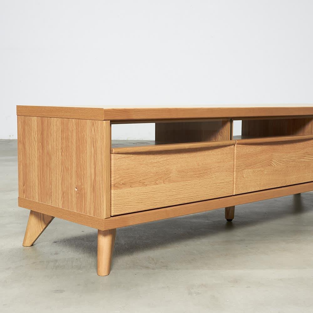 Charente/シャラント リビングボード テレビ台 幅130cm 脚付きの軽やかなデザイン。