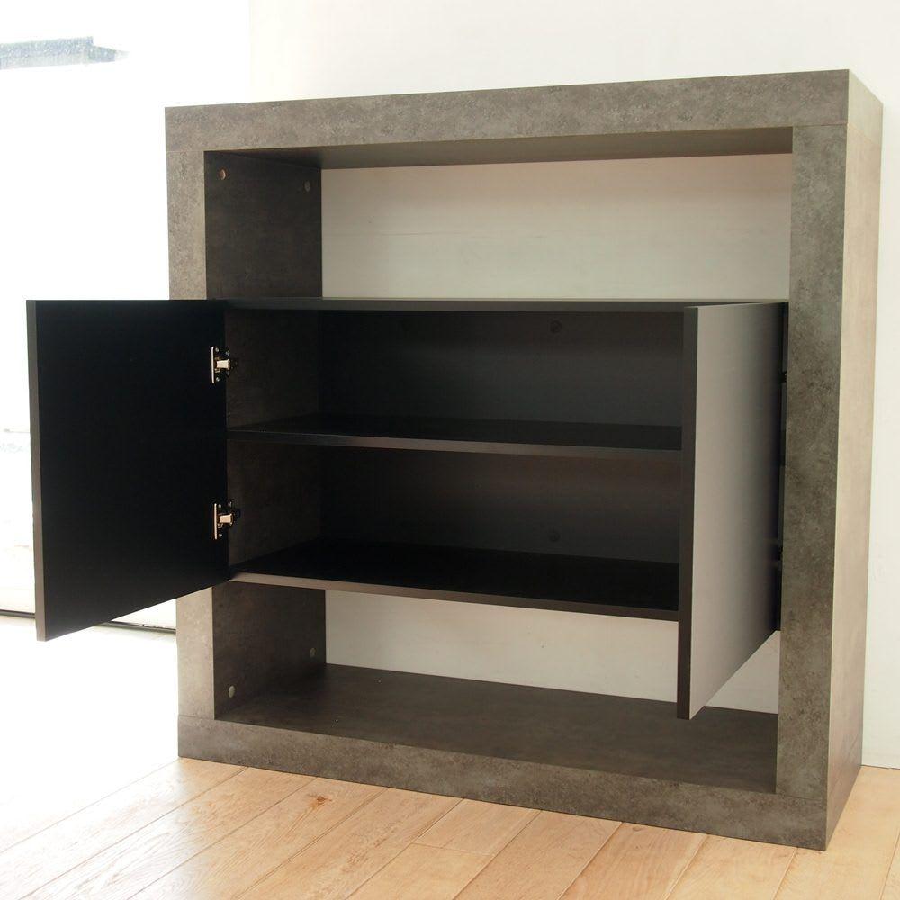 Detroit デトロイト ポルトガル製リビングキャビネット [temahome テマホーム] 観音開き扉内には取り外し可能な棚板が1枚付いており、収納するものにあわせて調節が可能。