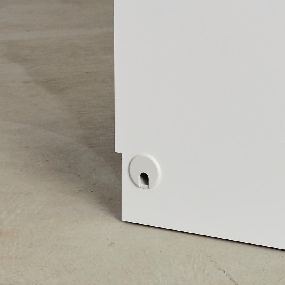 Torta/トルタ ナチュラルモダンデスク キャビネット 幅117cm 側板に配線穴があるので、背面を通さずに家電類をつなぐことが出来ます。