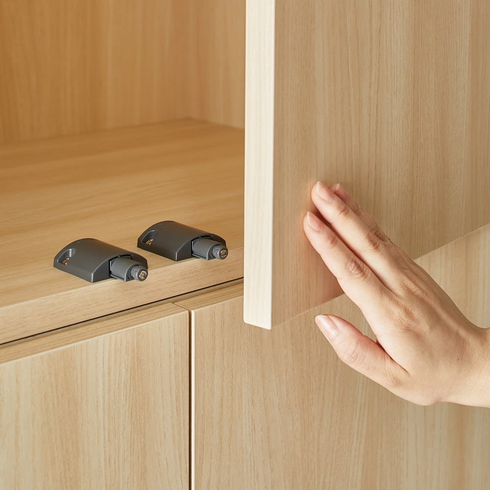 Wand/ヴァント 高さオーダー天井突っ張り本棚 奥行30cm 幅60cm すっきり取っ手のないプッシュオープン扉。